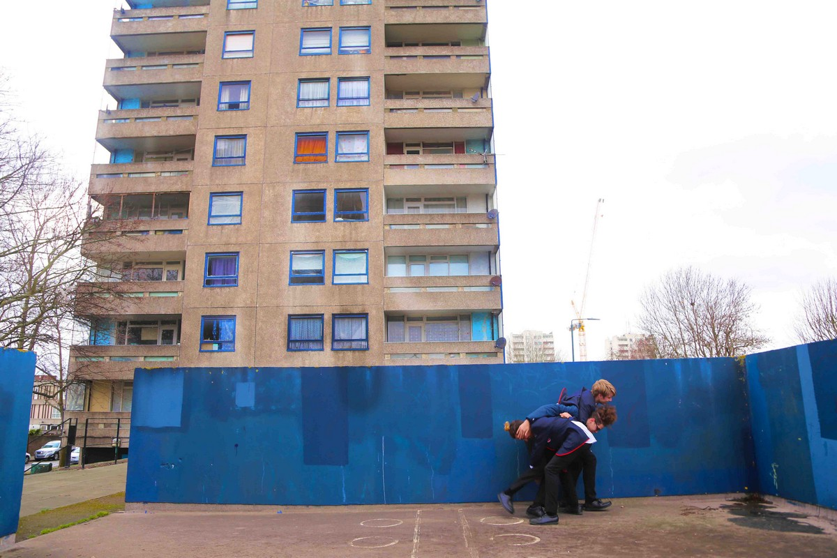 Жизнь в многоэтажных панельных домах на окраине Лондона