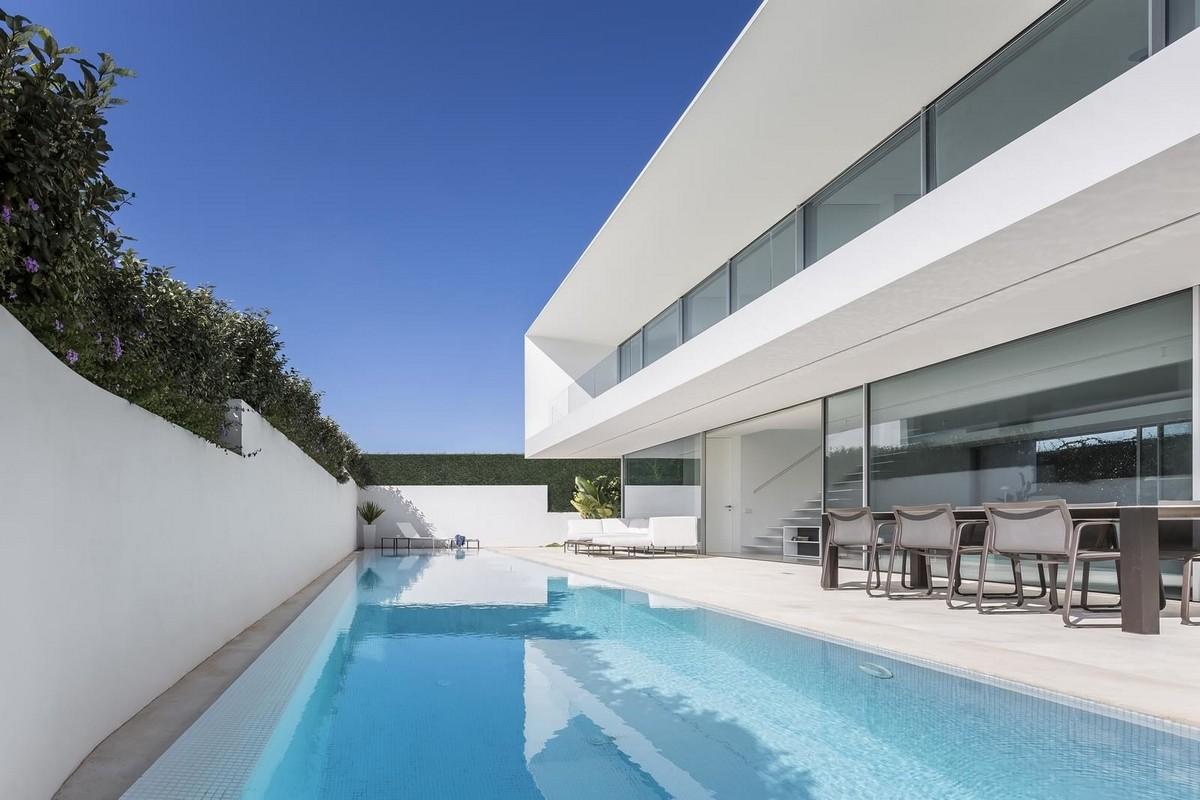 Резиденция с видом на море в Испании