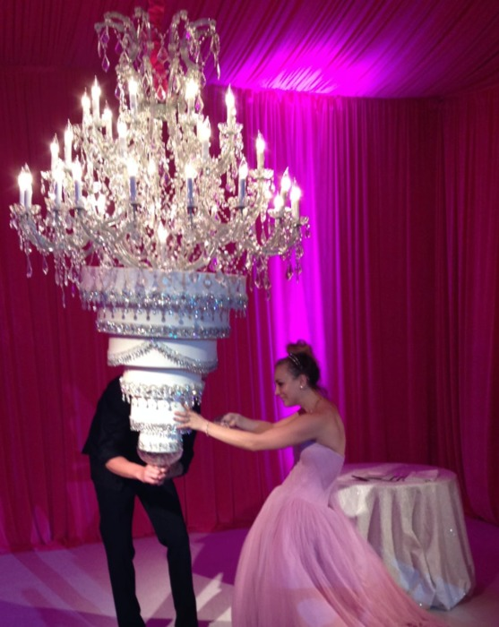 Торты на свадьбах знаменитостей, которые просто затмили собой торжество