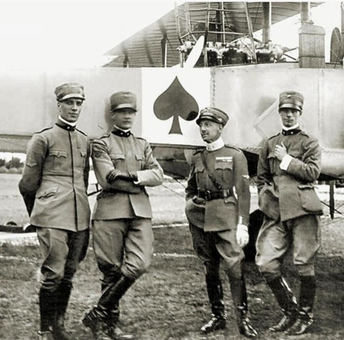 Почему американцы во Вьетнаме носили на касках игральные карты