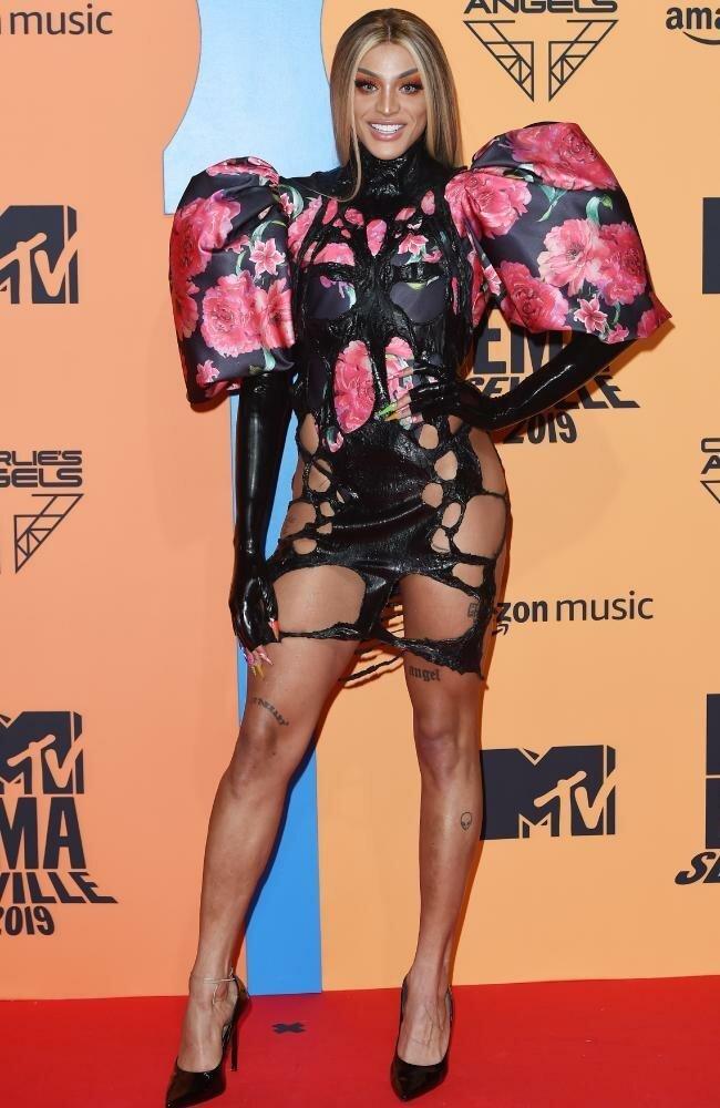 Странные и неудачные наряды знаменитостей на MTV EMA 2019