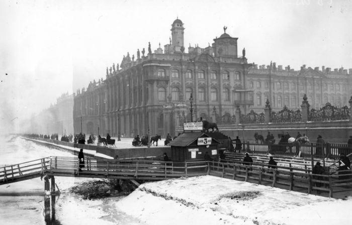 Ледовые трамваи, которые ходили по замерзшей Неве