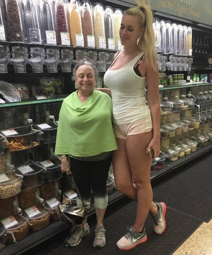Забавные снимки о жизни высоких людей среди нас