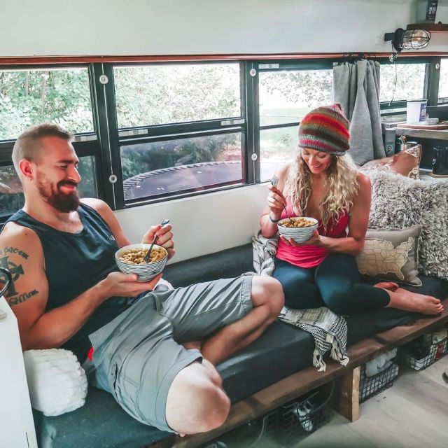 Семья из США переделала старый школьный автобус в дом мечты