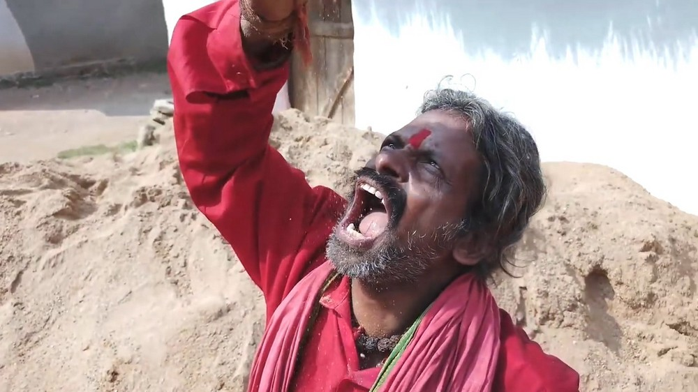Индиец 20 лет ест песок и всё ещё в полном порядке