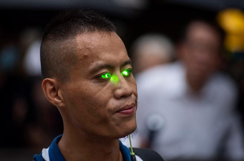 Использование лазерных указок в протестах из разных стран