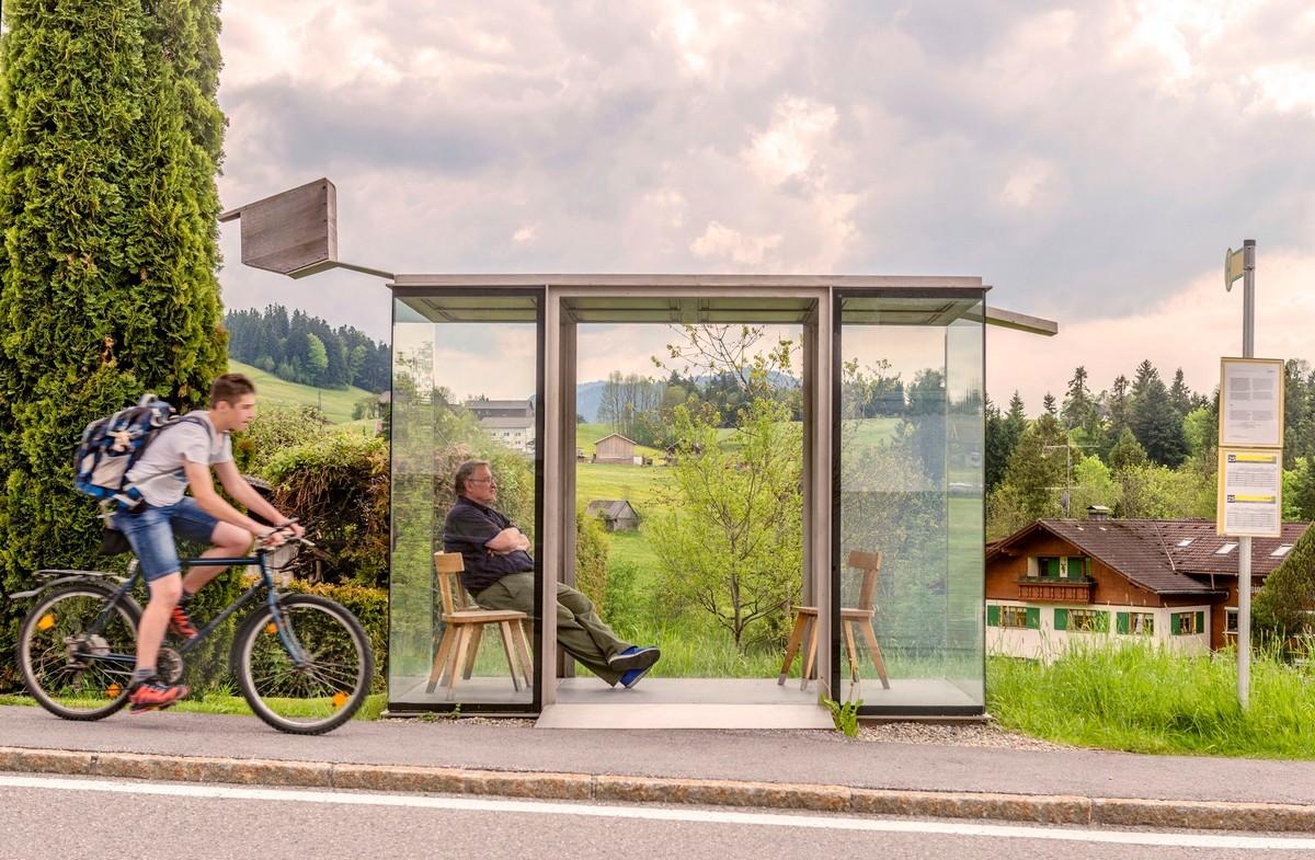 Немецкий фотограф 40 лет снимает людей на остановках общественного транспорта