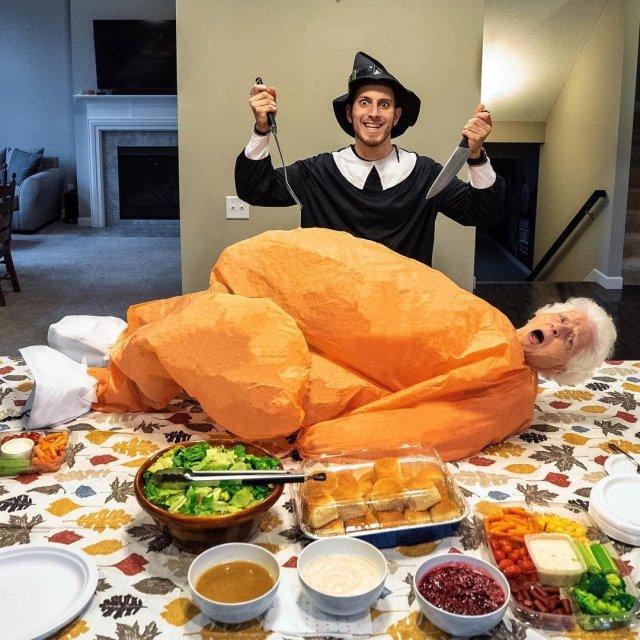 Бабушка с внуком устраивают яркие фотосессии в безумных нарядах