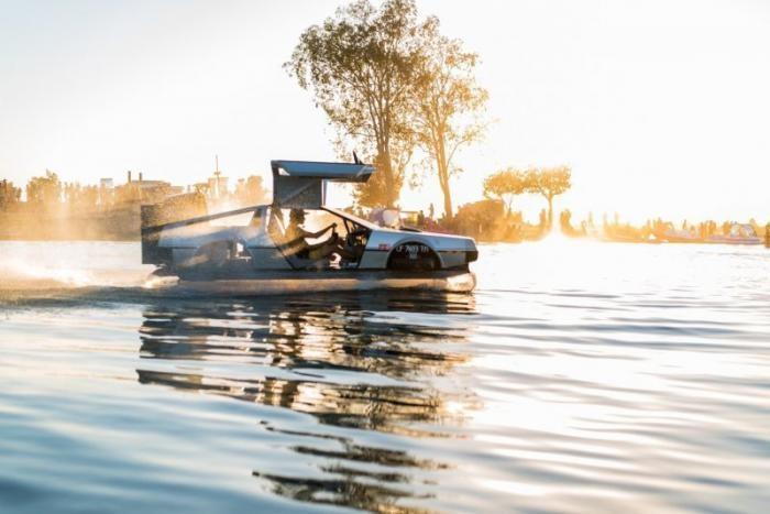 Судно на воздушной подушке, которое выглядит как DeLorean DMC-12 судно, двигатель, DeLorean, установлены, воздушной, подушке, которое, выглядит, также, «Назад, будущее», только, чтобы, стекла, ветровое, стекло, создатель, решил, скорости, сделать