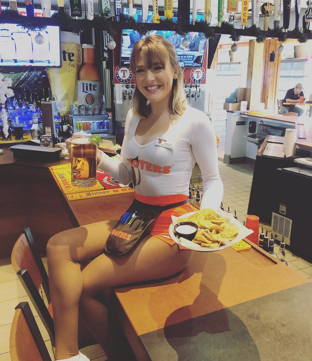 Красивые девушки из ресторана Hooters