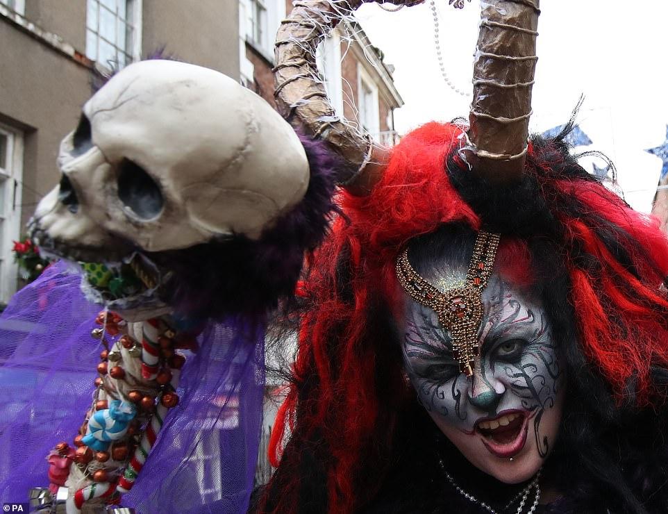 Уличный парад Крампусов в Уитби