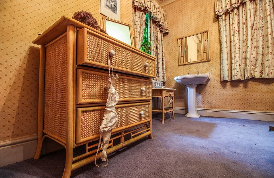 Таинственный особняк, оставленный людьми более десяти лет назад