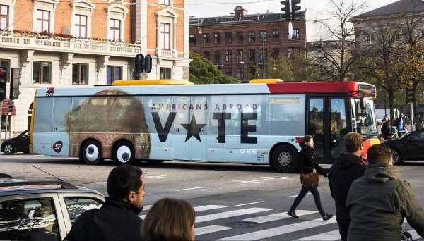Рекламные изображения на автобусах, как произведения искусства