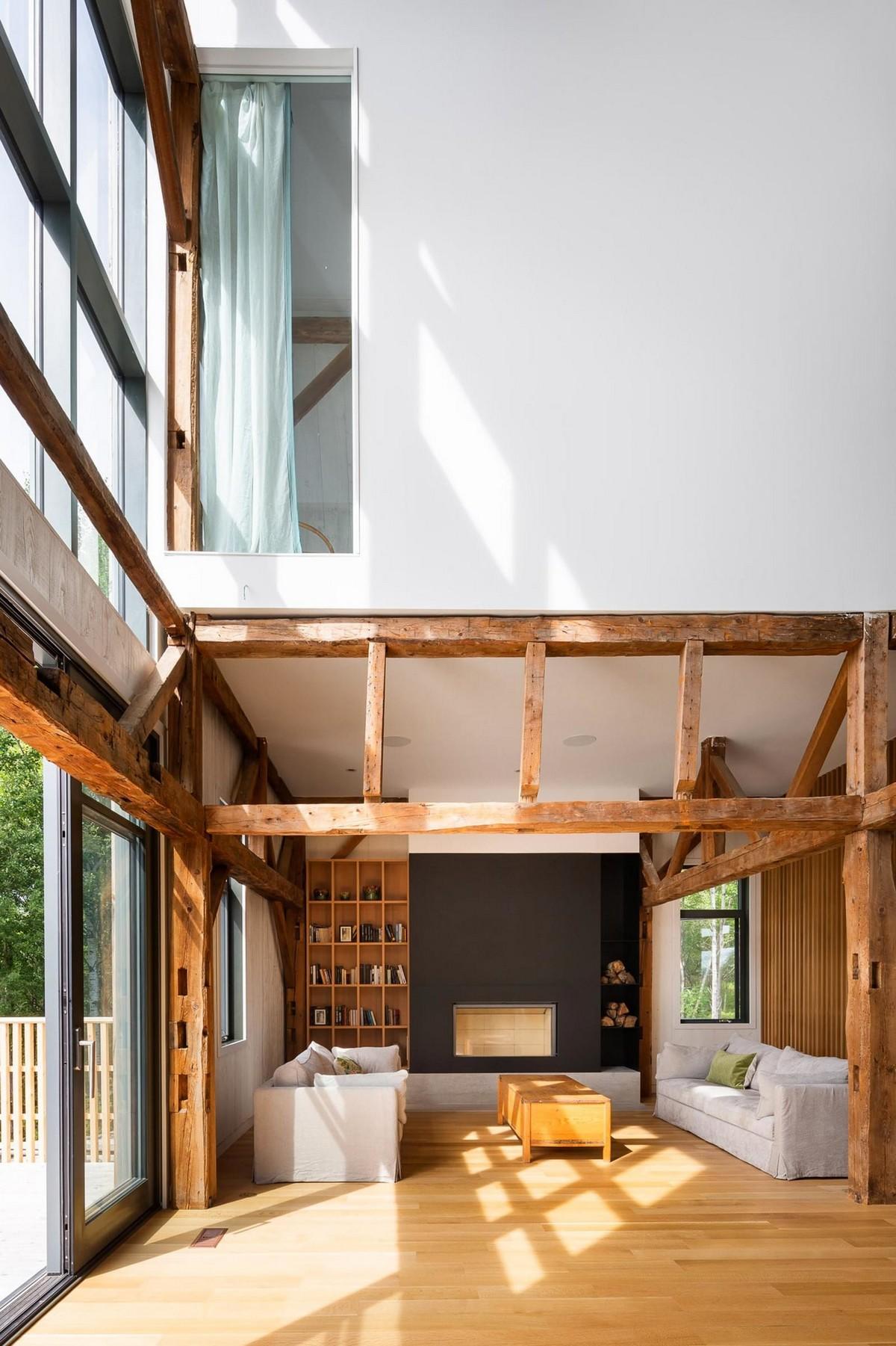 Современный дом для отдыха в стенах старого сарая