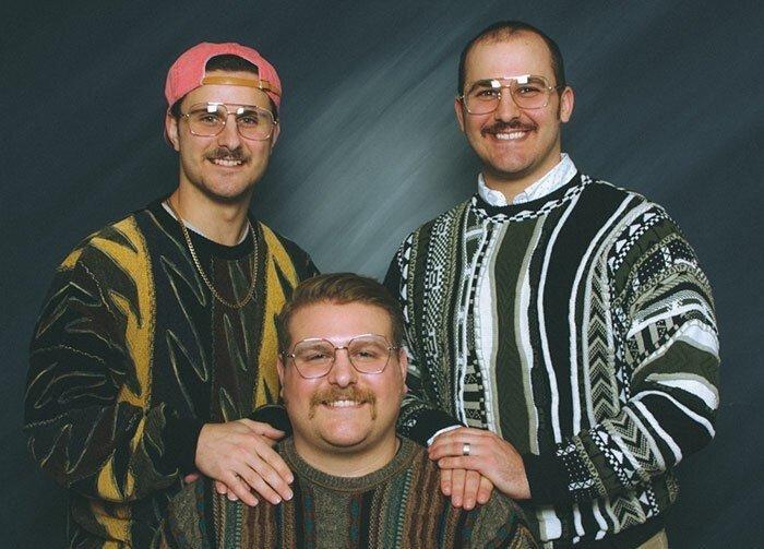 Три брата сделали фотоальбом в стиле 90-х и подарили его родителям