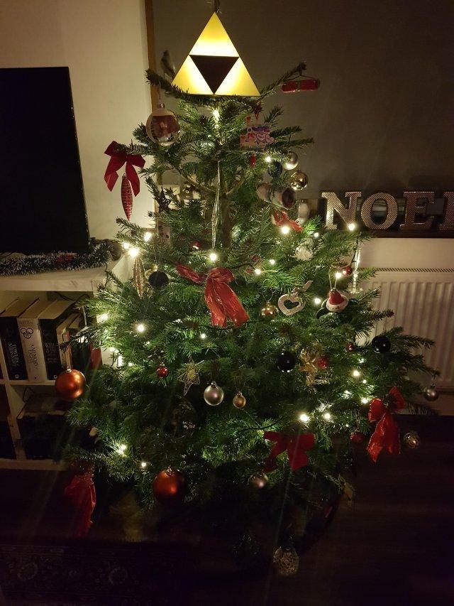 Забавные и необычные верхушки новогодних ёлок