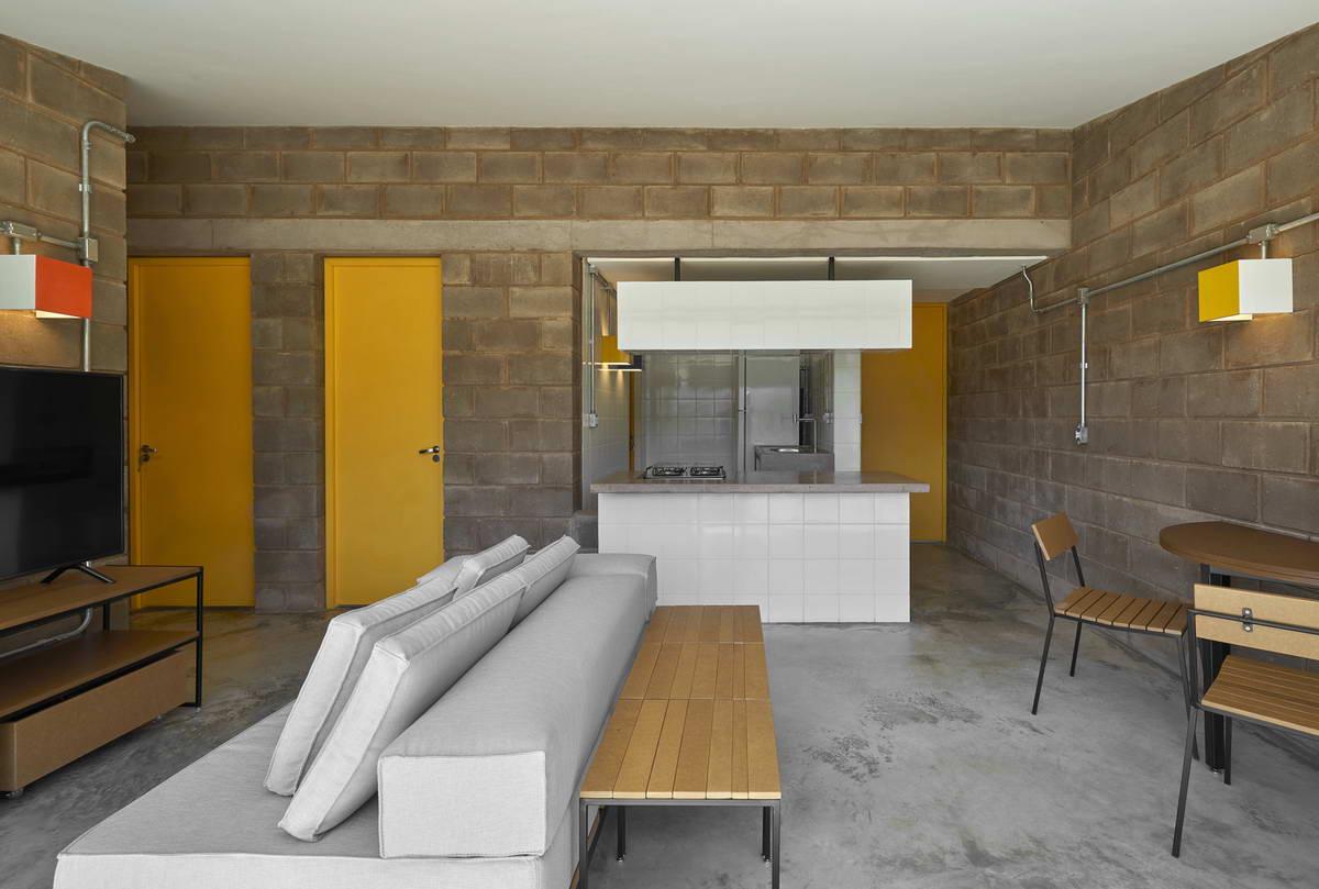 Простой и эффективный дачный домик в Бразилии