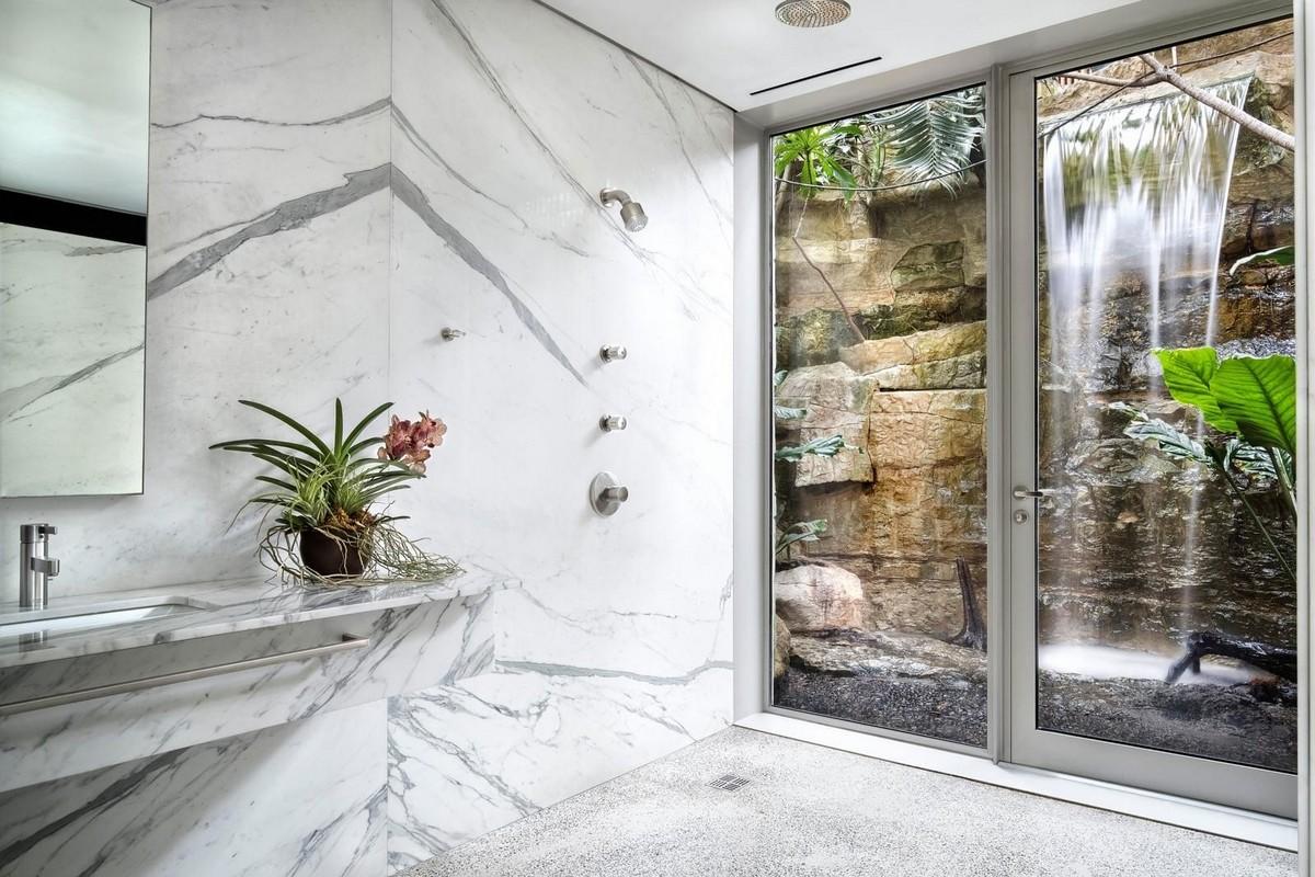 Вертикальный дом из стекла в Далласе