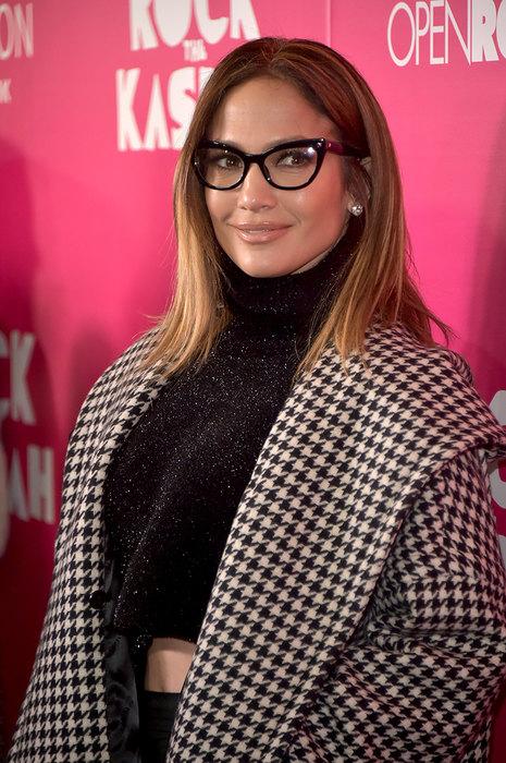 Знаменитости, которые не стесняются носить очки