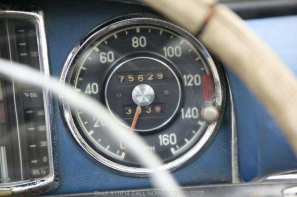 Ржавый Mercedes-Benz 300SL продали за баснословные деньги
