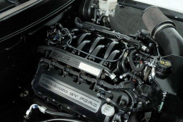 Ford 1956 с двигателем от современного Mustang