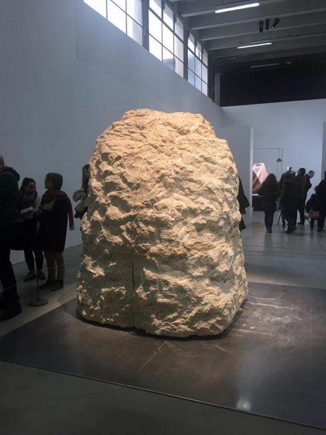 Ради искусства художник замурует себя в камне на 8 дней
