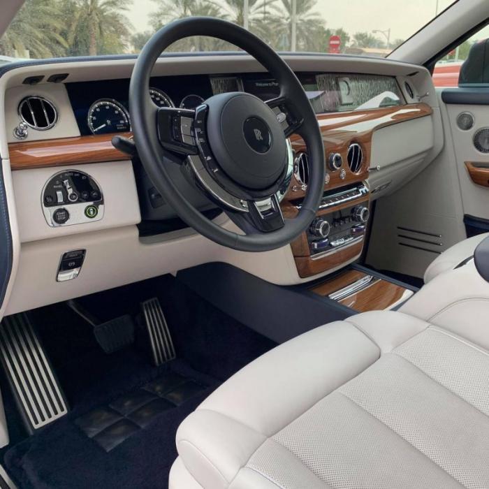 Художник превратил Rolls-Royce Phantom в объект искусства