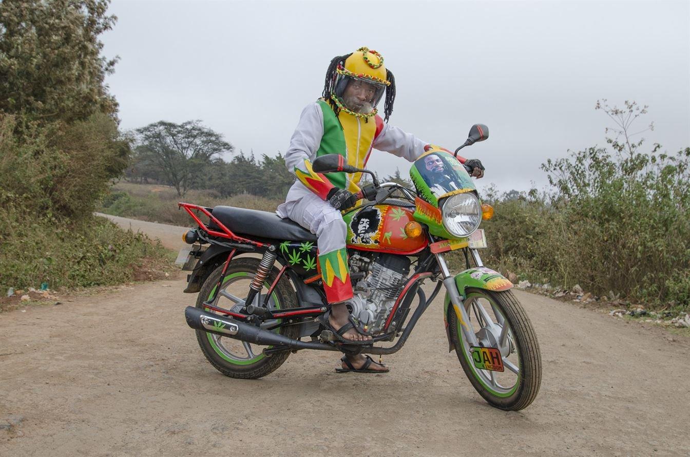 Яркие мототаксисты в Найроби