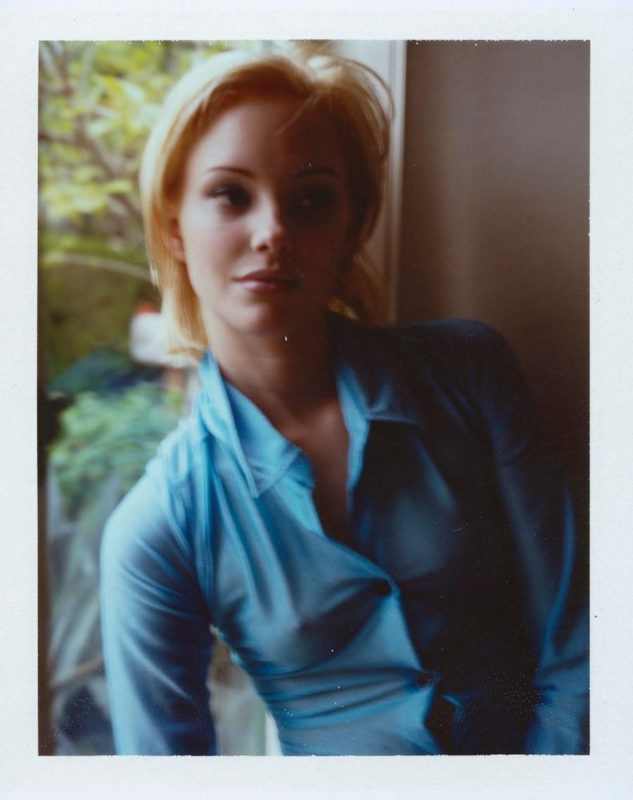 Атмосферные полароидные снимки женщин 1990-х от Дьюи Никса