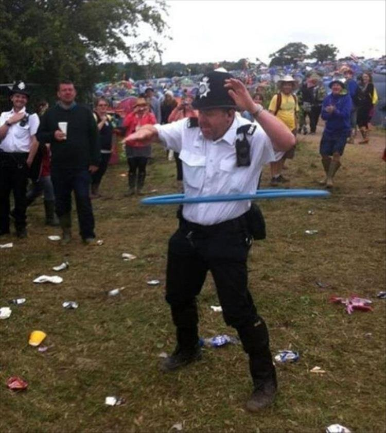 Полицейские будни в забавных снимках