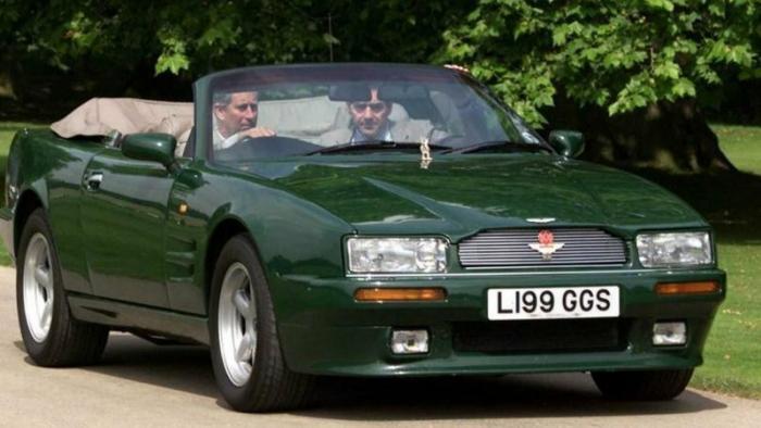 Королевский Aston Martin с сахарницей в салоне
