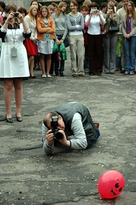 Человек с фотоаппаратом за работой