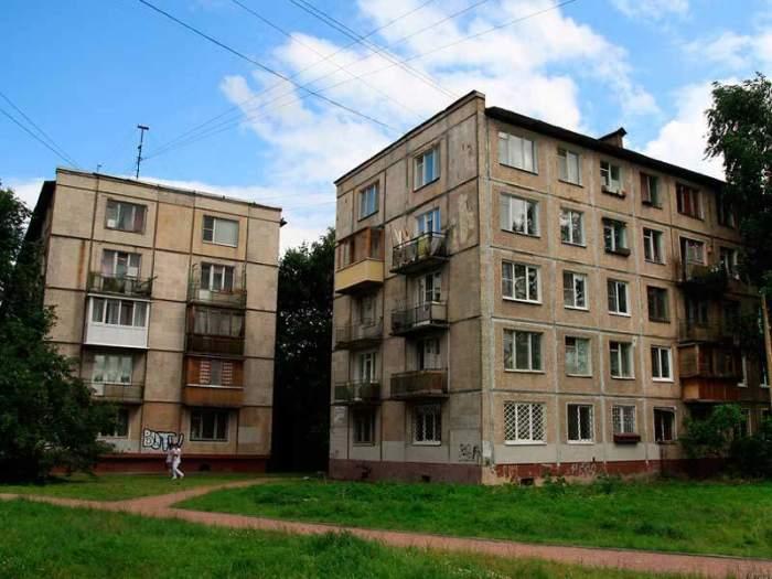 Почему на первых этажах хрущевок может не быть балконов