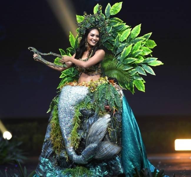 Удивительные костюмы на конкурсе красоты Мисс Вселенная