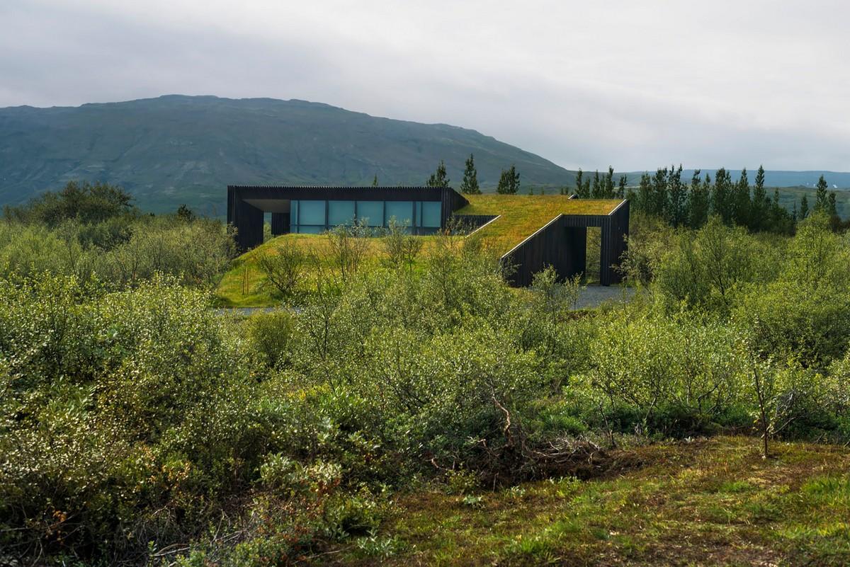 Дом с зелёной крышей в Исландии