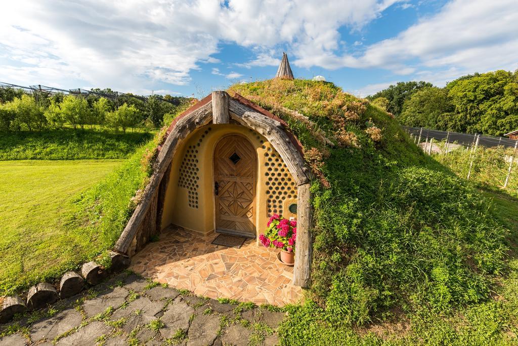 Домик хоббита, построенный по технологии пятитысячелетней давности