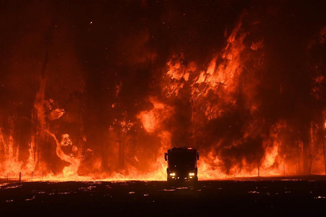 Фотограф Ник Мойр документирует лесные пожары Австралии (ФОТО)