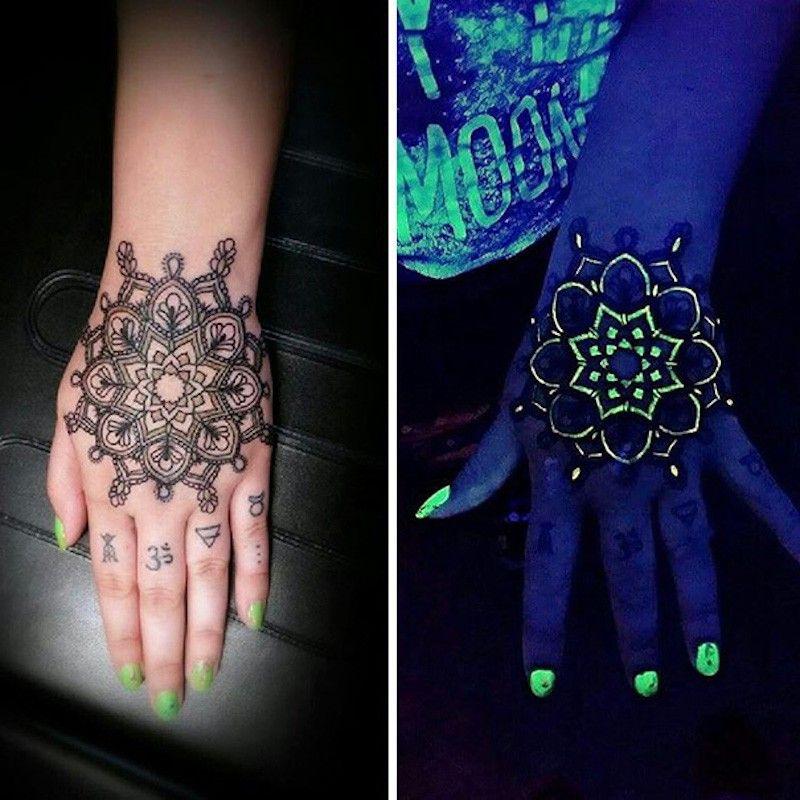Секретные татуировки, выполненные УФ-чернилами