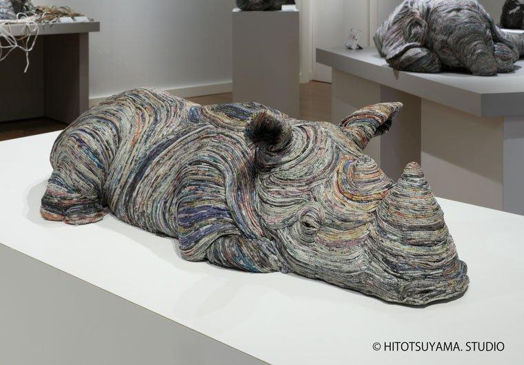 Реалистичные скульптуры животных, созданные из старых газет
