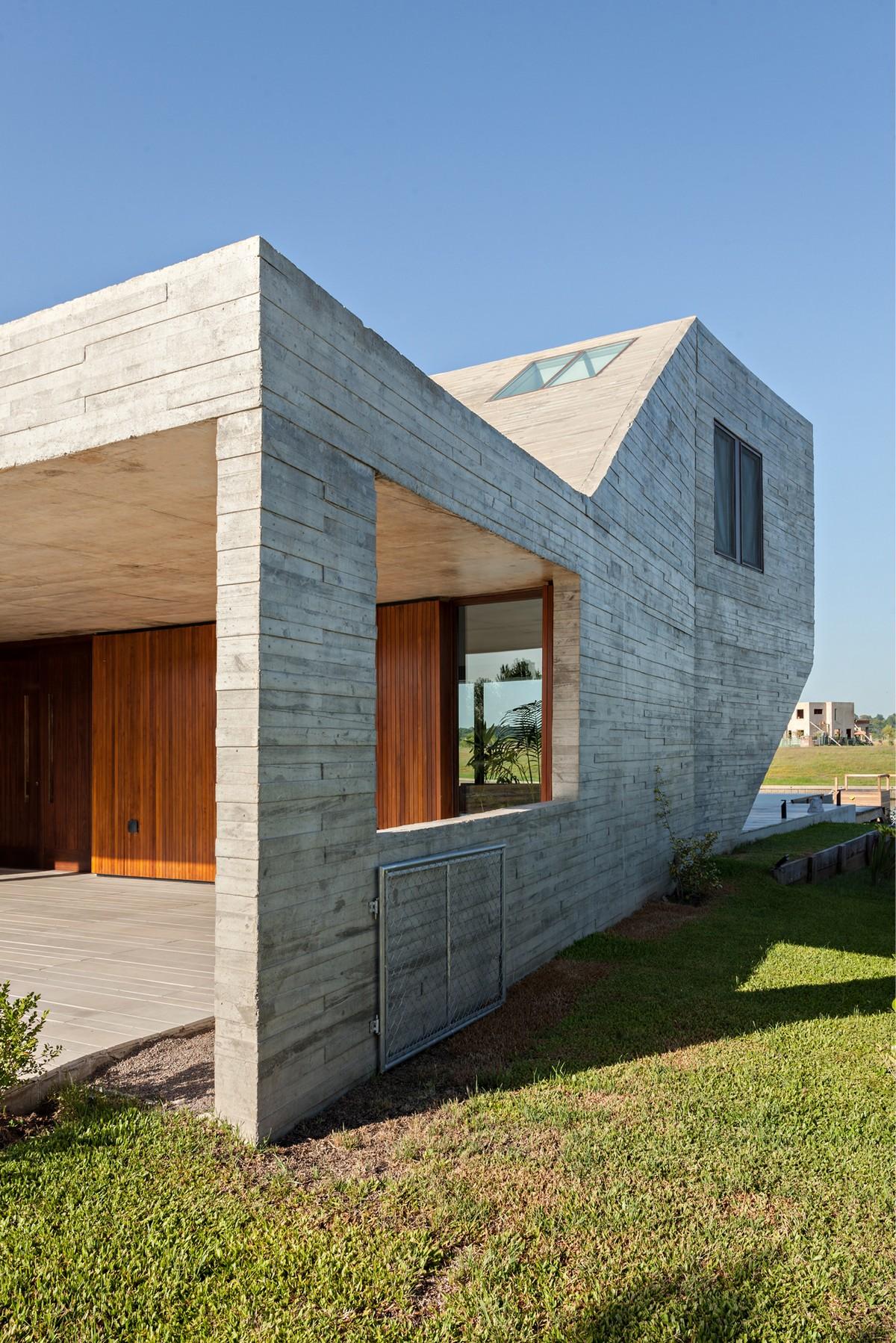 Двухэтажный семейный дом в Буэнос-Айресе
