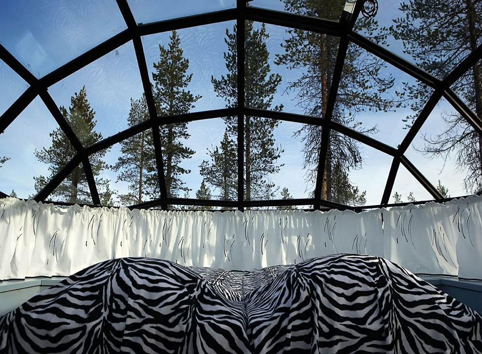 Гостиница со стеклянными иглу в Лапландии