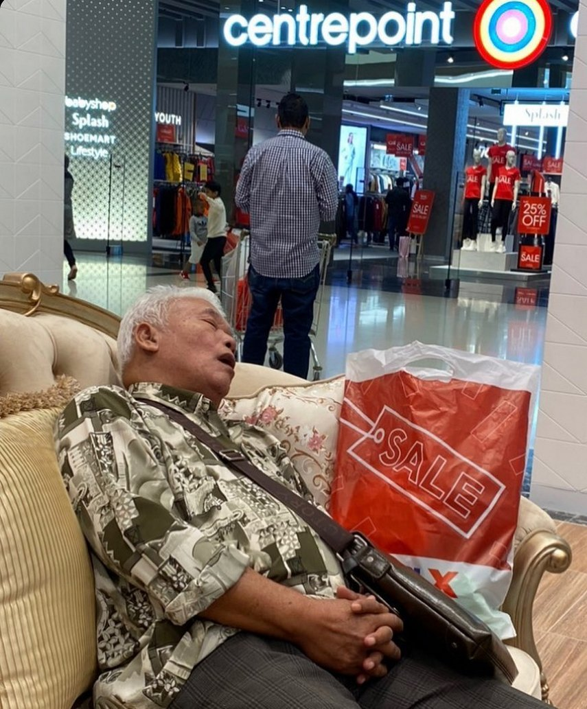 Мучения мужчин, ждущих своих жен во время шопинга