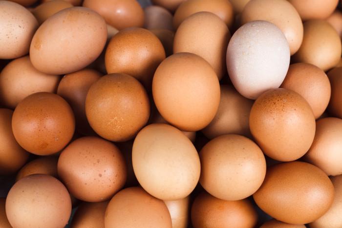 Можно ли есть яйцо с красным на желтке
