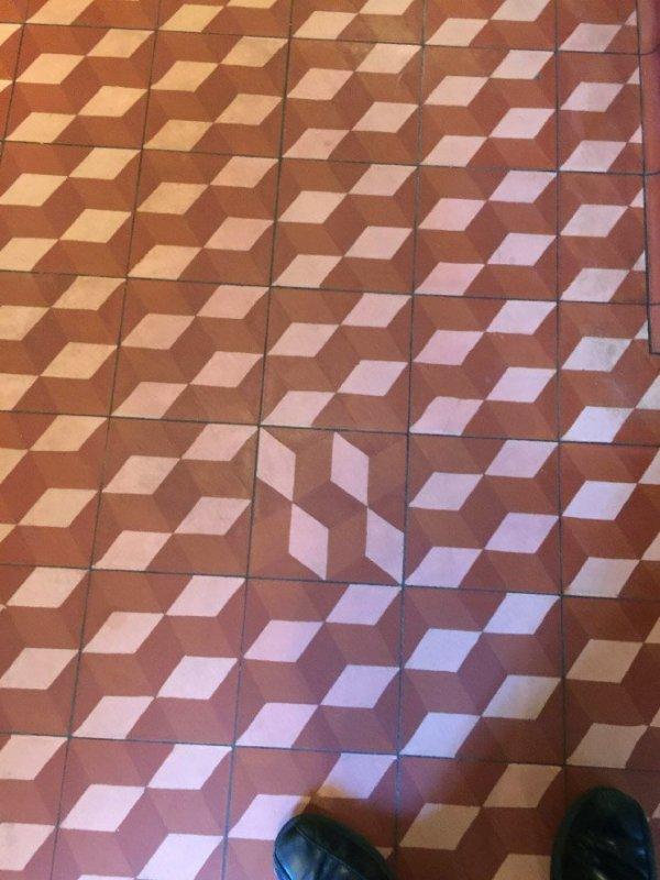 Ад для перфекциониста: неидеальный дизайн плиточных полов