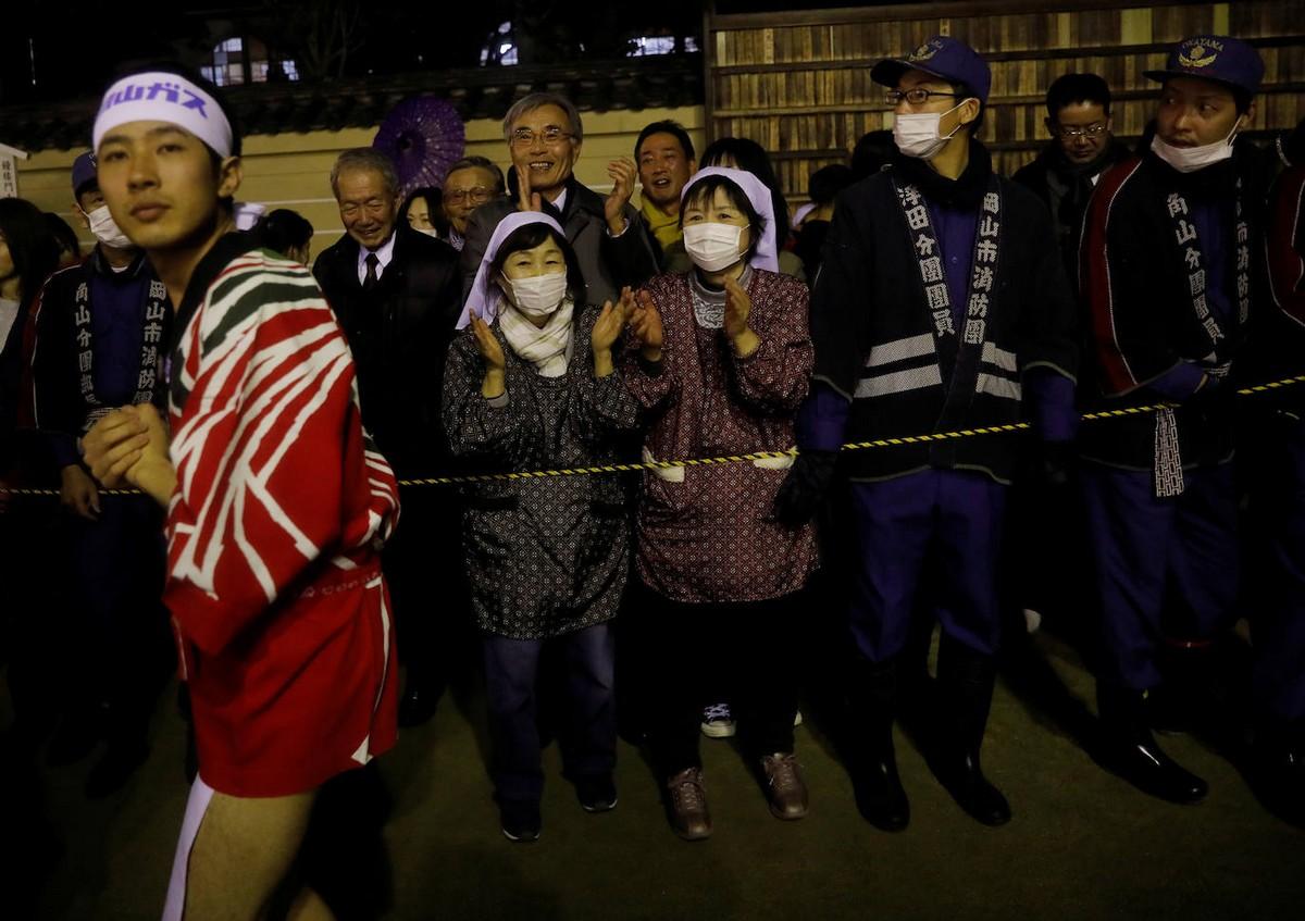 Десять тысяч японцев разделись в рамках 500-летнего фестиваля
