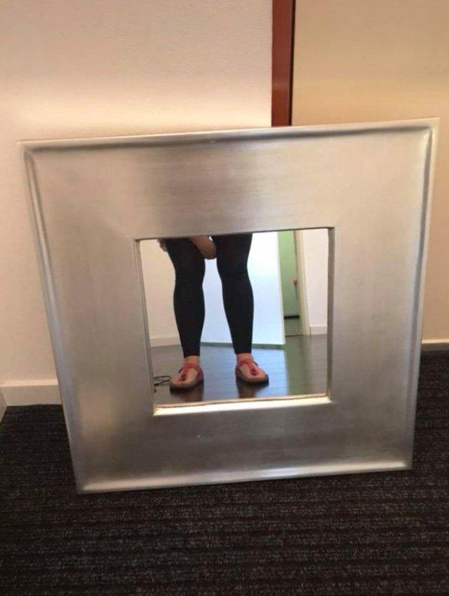 Чтобы продать зеркало, сначала нужно его сфотографировать