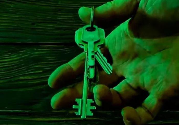 Для чего делают ещё одно отверстие в ключах