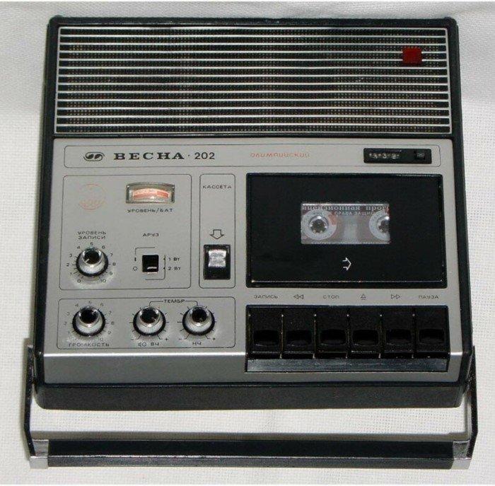 10 популярных портативных кассетных магнитофонов из СССР