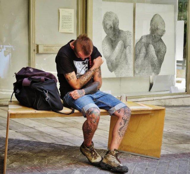 Совпадения и уличные фотоиллюзии от фотографа из Греции