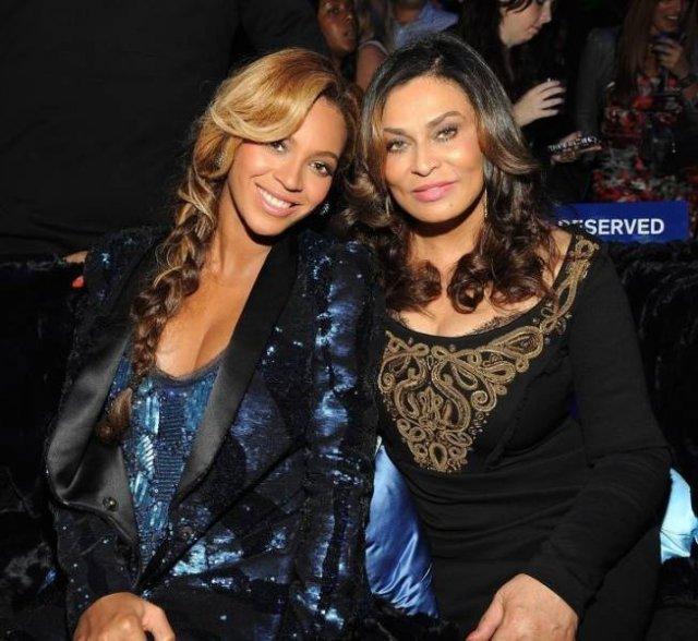 Знаменитости со своими мамами на мероприятиях